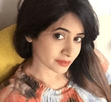 Miss Pooja - Singer